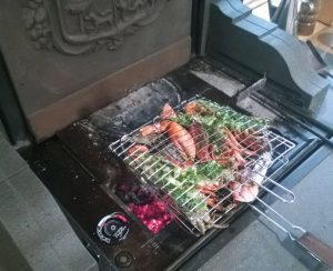 Su un termocamino Polyflam si possono fare splendide grigliate