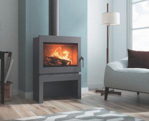 Le stufe e termocamini a legna Carbel modello Atenea sono semplici, essenziali e permettono di riscaldarsi a un prezzo imbattibile