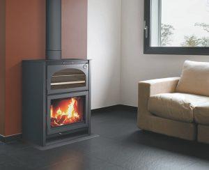 Le stufe e i termocamini a legna Carbel con forno hanno rendimenti termici molto alti