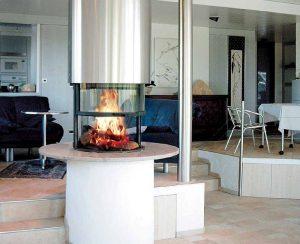 I Termocaminia legna su misura tondi a 360° permettono di vedere la fiamma viva da agni angolo della stanza