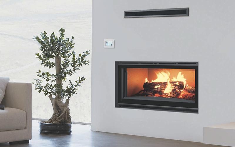 Fra i termocamini a legna carbel spicca l'H-100 con effetto panoramico a 16:9