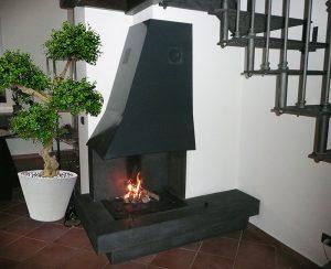 I rivestimenti camini personalizzati possono essere anche realizzati in lamiera o acciaio