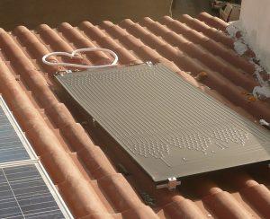 Con un pannello solare termodinamico si produce acqua calda per i consumi domestici
