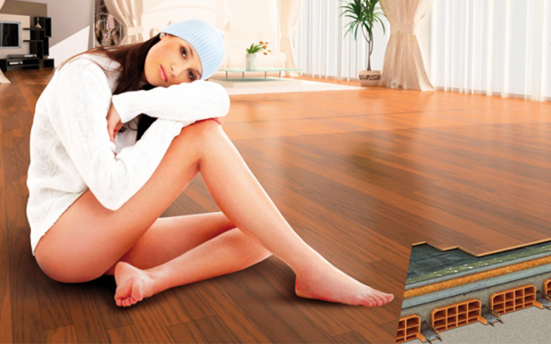 Il riscaldamento a pavimento elettrico in carbonio assicura un confort otimale in qualsiasi ambiente