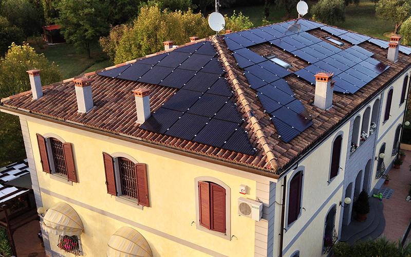 I pannelli fotovoltaici sono una fonte di energia rinnovabile che usufruisce delle detrazioni fiscali e possiamo realizzarli anche su misura