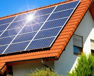 Grazie ad un impianto fotovoltaico ci si può rendere autonomi dalla linea elettrica nazionale