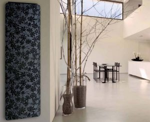 Radiatori elettrici a soffitto o a parete in terracotta smaltata riscaldano e decorano gli ambienti