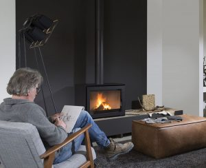 Il modello S75 Black Edition della linea di termocamini a legna Wanders è il nuovissimo caminetto che non necessita di rivestimento