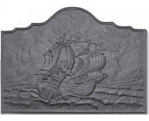 Tra gli accessori camini e stufe la piastra in ghisa modello Oceano è ideale in una casa al mare