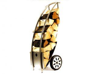 Carrello portalegna in acciaio, un accessorio per camini e stufe pratico e di classe