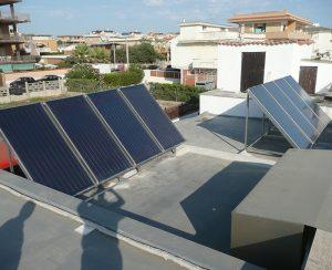 I collettori solari dell'impianto solare permettono di risparmiare sulla bolletta del gas